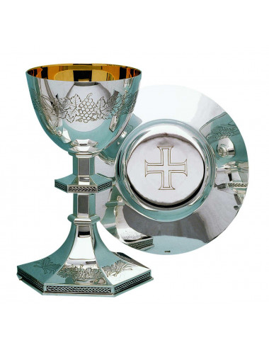 Chalice and dish Paten Classic lines hand engraved