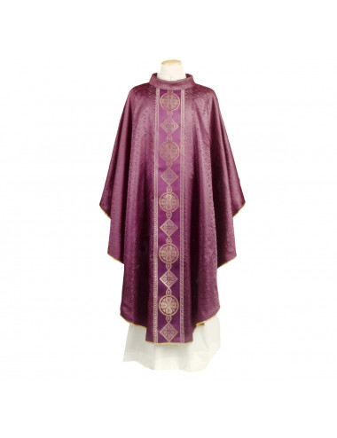Gothic style chasuble with passementerie and braid