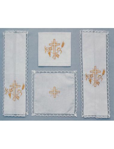 Set de altar decorado con cruz
