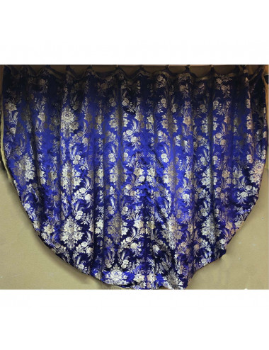 Mantle made of brocade fabric